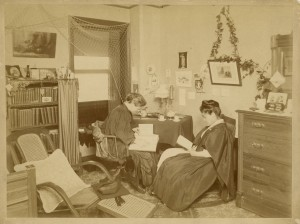 Anna_Powers_and_Umeko_Tsuda_in_a_Bryn_Mawr_College_dorm_room